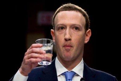 mark zuckerberg boit de l'eau memes