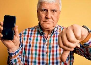 homme pas contente téléphone