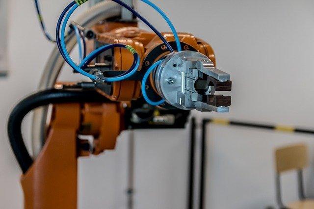 robot remplace ouvrier